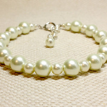Classic Cream Pearl Pet Jewelry.  Two Sizes of Glass Pearl Ivory Dog Collar. Great for Cats. Pet Couture for Small or Medium Size Dogs