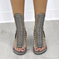 MODEL SZ 10 REBELS Brooke Grey Sandals