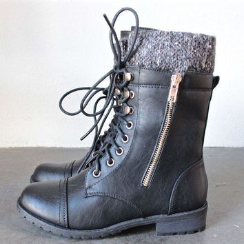 CREYONU3 the laced up combat sweater boots - black