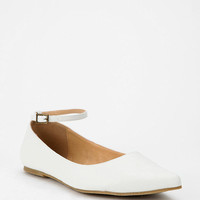 Deena & Ozzy Pointy Ankle-Strap Skimmer