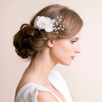 Flower Hair Comb Bridal with Roses and Pearls - Bridal Hair Comb - Wedding Hair Comb - Bridal Hair Accessories - Floral with Pearls
