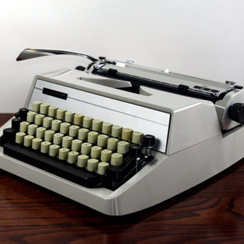 RECONDITIONED Adler J2 Manual Typewriter - Working Typewriter - Cream Vintage Typwriter - Excellent Condition