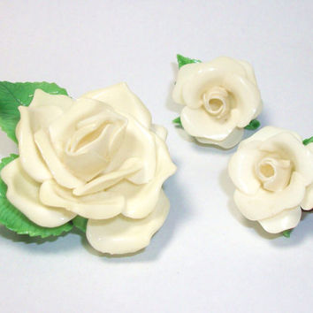 Vintage Hard Plastic Cream White Rose Brooch and Clip Earrings - Winter White 3D Large Flower Floral Green Leaves Brooch Pin Clip Ons Set