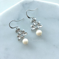 Pearl Earrings, Freshwater Pearl, Sterling Silver, Leaf, Bridal, Modern, Wedding Jewelry, Bridesmaids, Gift, Maid of Honor
