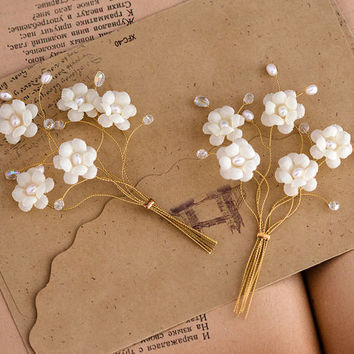 Gold groom accessories, white flower boutonniere, man wedding accessories, white boutineers for wedding, pearl accessories for groom