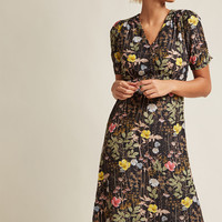 Louche Teatime Toast Midi Dress in Noir Garden