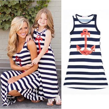 New 2017 sleeveless mother daughter dresse Family Matching clothes Striped Mom and daughter dress Family look outfits
