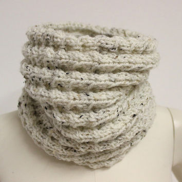 White Cable Knit Cowl, Tweed Wool Cowl, Knit Infinity Scarf, Circle Scarf, Wool Neck Warmer, Chunky Knit Cowl, White Winter Cowl, Knit Snood