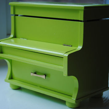 $60.00 Glossy Key Lime Vintage Piano Music and Jewelry Box by PaperHeartsCouncil