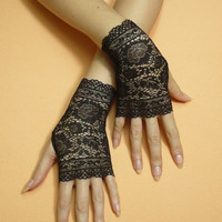 Short gothic Gloves, Fingerless Gloves in Black Color, Steampunk Miteins, Baroque  Lace, Cute Armwarmers in Gypsy and Boho Style
