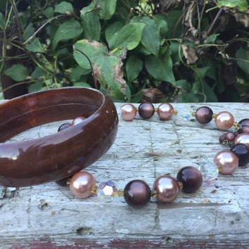 Vintage Mid century costume jewelry set necklace and bracelet, brown bakelite chunky bracelet bangle, Mid century beaded choker necklace