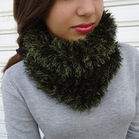 Green Cowl scarf,infinity scarf,hand knitted neckwarmer,scarf necklace,gift for winter.