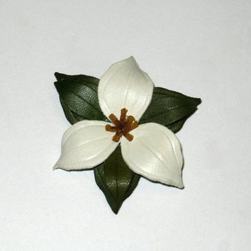 Vintage Pin, Trillium Brooch, Leather Brooch, Trillium Flower Pin, Hinterland-Canada Pin, Collectible Canadiana Jewelry, Vintage Jewelry,