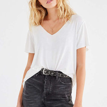 UO Leo V-Neck Tee | Urban Outfitters