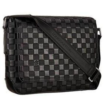 DCCKWV6 Louis Vuitton Damier Infini District Bag