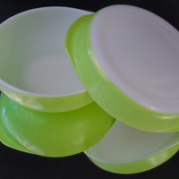 Set of 2 Lime Green Vintage Pyrex 221 Round Dish Pie Cake Plate and 024 Round Casserole 2 Qt