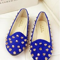 Fashion Rivet Flat Shoes