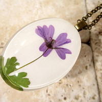 Pressed Flower Necklace, plant jewelry, flower jewellery, wild geranium, glass pendant