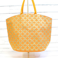 Shimmer Juco Tote: Tangerine Scallop