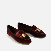 FLAT VELVET SHOES WITH EMBROIDERY DETAIL DETAILS