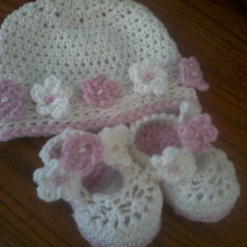 Flower Strap Babies Booties and Matching Hat Crochet Pattern