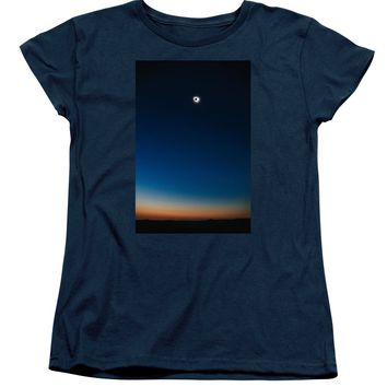 Solar Eclipse, Syzygy, The Sun, The Moon And Earth - Women's T-Shirt (Standard Fit)