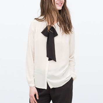 Blouse with bow collar