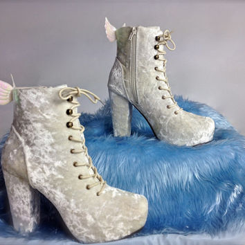 ANGEL WING 90's White Crushed Velvet Lace Up Ankle Boots with Iridescent Wings // 6