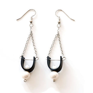 Bicycle inner tube modern chandelier earrings with with freshwater pearls , unique u shaped black rubber & steel chain dangle drop earrings