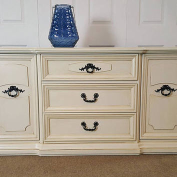 Stunning Buffet / sideboard / Credenza / cream with black handles.
