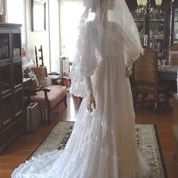 1980s Vintage Bridallure White Bride or Wedding Dress, Alfred Angelo, Size 7, Head Piece, Veil, Lace, Satin, Illusion, Vintage Wedding Dress