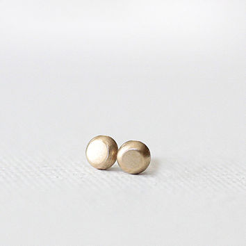 pebble stud earrings in 14k gold, solid recycled gold, organic pebble earrings, eco friendly, studs, handmade
