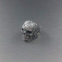 Skull Ring by dacrownjewelz