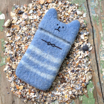"Handmade Wool Cell Phone Case for iPhone 5 c s 6 ""Cat"" High Protection. Electronics Cases. Unique design by Three Snails. Free Shipping!"