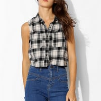 BDG Cropped Sleeveless Flannel Shirt - Urban Outfitters