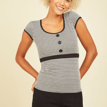 Book Club President Top in Houndstooth | Mod Retro Vintage Short Sleeve Shirts | ModCloth.com