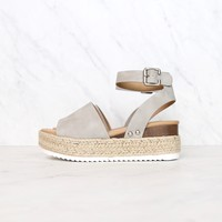 Trendy Sporty Flatfrom Espadrille Sandal with Adjustable Ankle Strap in Dove Grey