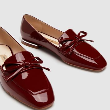 FAUX PATENT LEATHER LOAFERS WITH BOW DETAIL DETAILS