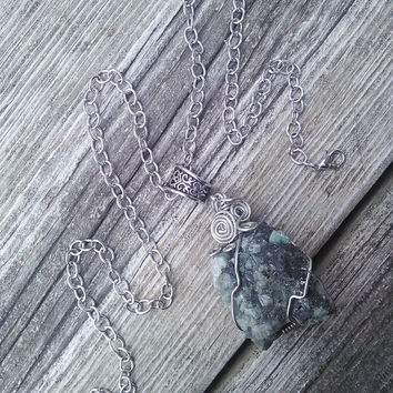 Rough Raw Emerald Quartz Crystal Necklace,Crystal Pendant, Gypsy Necklace, Wiccan Pagan Jewelry, Shaman Necklace, Healing Crystals