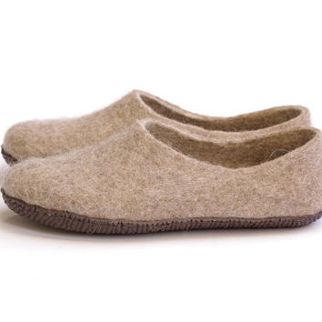 natural wool slippers-felted wool slippers-man wool slippers-wool clogs-boiled organic shoes-beige color slippers-minimal style- mono color
