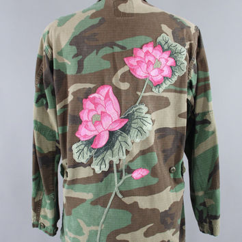 SALE - Vintage Embroidered Camo Jacket / US Marines Jacket / Military USMC Camouflage Coat / Army Green Camo / Pink Lotus Floral Embroidery