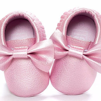 Metallic Pink Moccasins, Pink Moccasins, Toddler Bow Moccasins, Baby Shoes, Vegan Soft Sole 3-18 months Infant Shoes Gift Toddler Pink Shoes