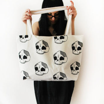 Large Skull Shoulder Bag [White]