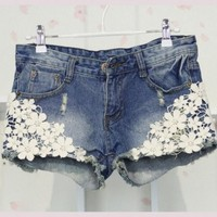 fashion lace shorts | featuressharbe