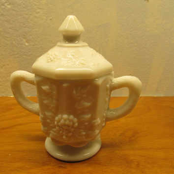 VINTAGE SET OF WESTMORELAND SUGAR AND CREAMER WITH GRAPE PANEL PATTERN