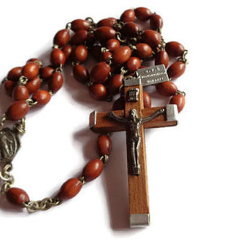 Vintage Rosary  . Brown Beaded Rosary . Religious Cross Crucifix . Prayer Necklace .