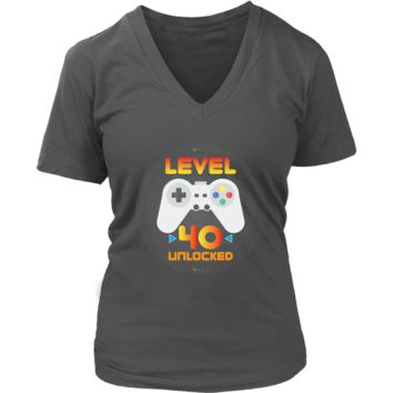 Women's 40th Birthday Gift - Level 40 Unlocked Funny Gamer V-Neck T-Shirt