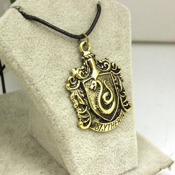 2015 Free Shipping New Fashion Harry Potter Gryffindor House Crest School Rope Chain Pendant Necklace For Women And Men