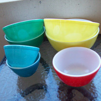 7 Pyrex mixing bowls.  2 each yellow, green, blue.  1 red