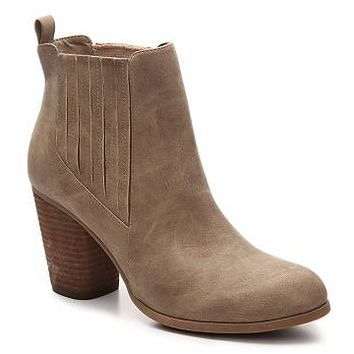 Madden Girl Dominicc Chelsea Boot